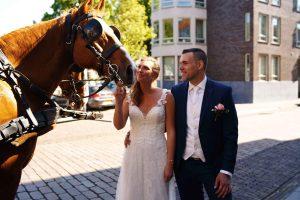 Bruiloft met paarden rondrit door Dordrecht - Angela de Baat Fotografie