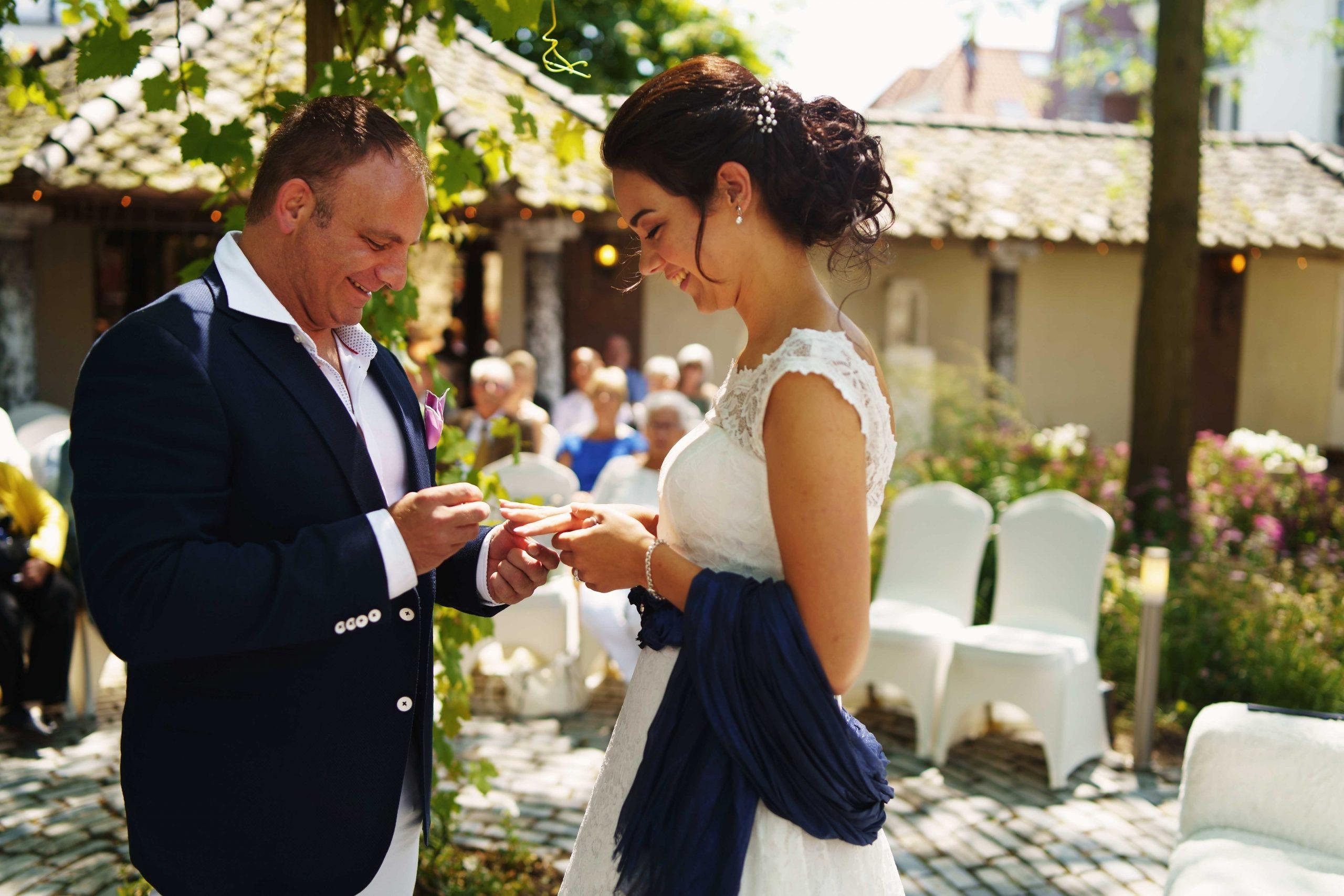 Zonnige bruiloft bij Partycentrum Hipper & Kolfbaan